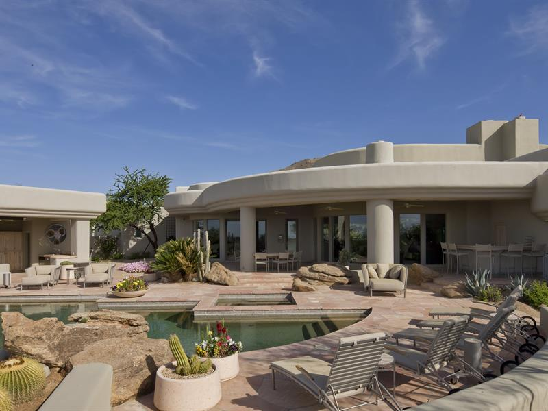 gorgeous-desert-mountain-retreat-with-two-bedroom-guest-house-and-amazing-pool-3