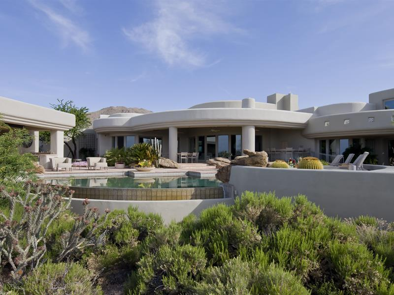 gorgeous-desert-mountain-retreat-with-two-bedroom-guest-house-and-amazing-pool-4