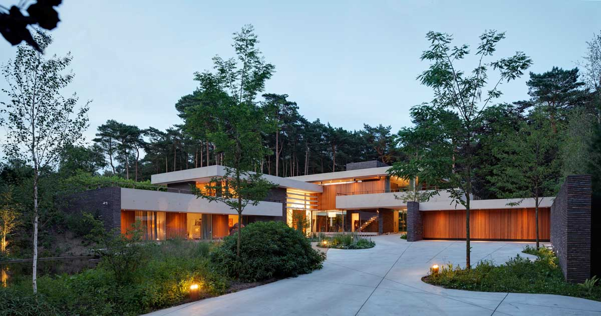 the-exterior-of-this-home-complements-its-gorgeous-natural-surroundings-1