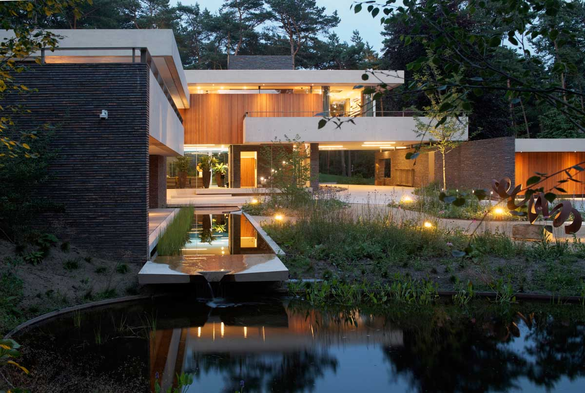 the-exterior-of-this-home-complements-its-gorgeous-natural-surroundings-2
